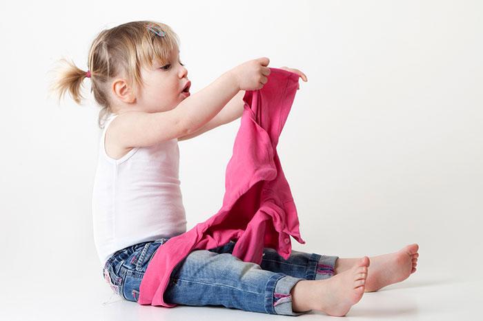 Малыш долго одевается: как ему помочь?
