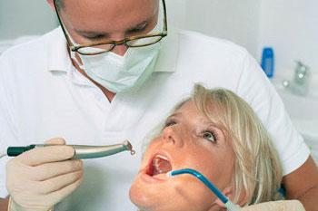 Почему крошатся зубы при беременности?
