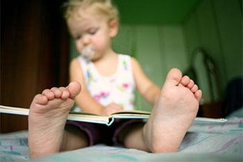Зачем ребенок портит книги?