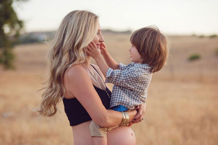 Мамин большой животик: как подготовить ребенка к рождению младшего