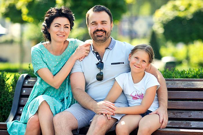 Антон с женой Мариной и старшей дочерью, 10-летней Соней