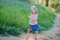«Не вредно ли малышам прыгать на мат босиком?»