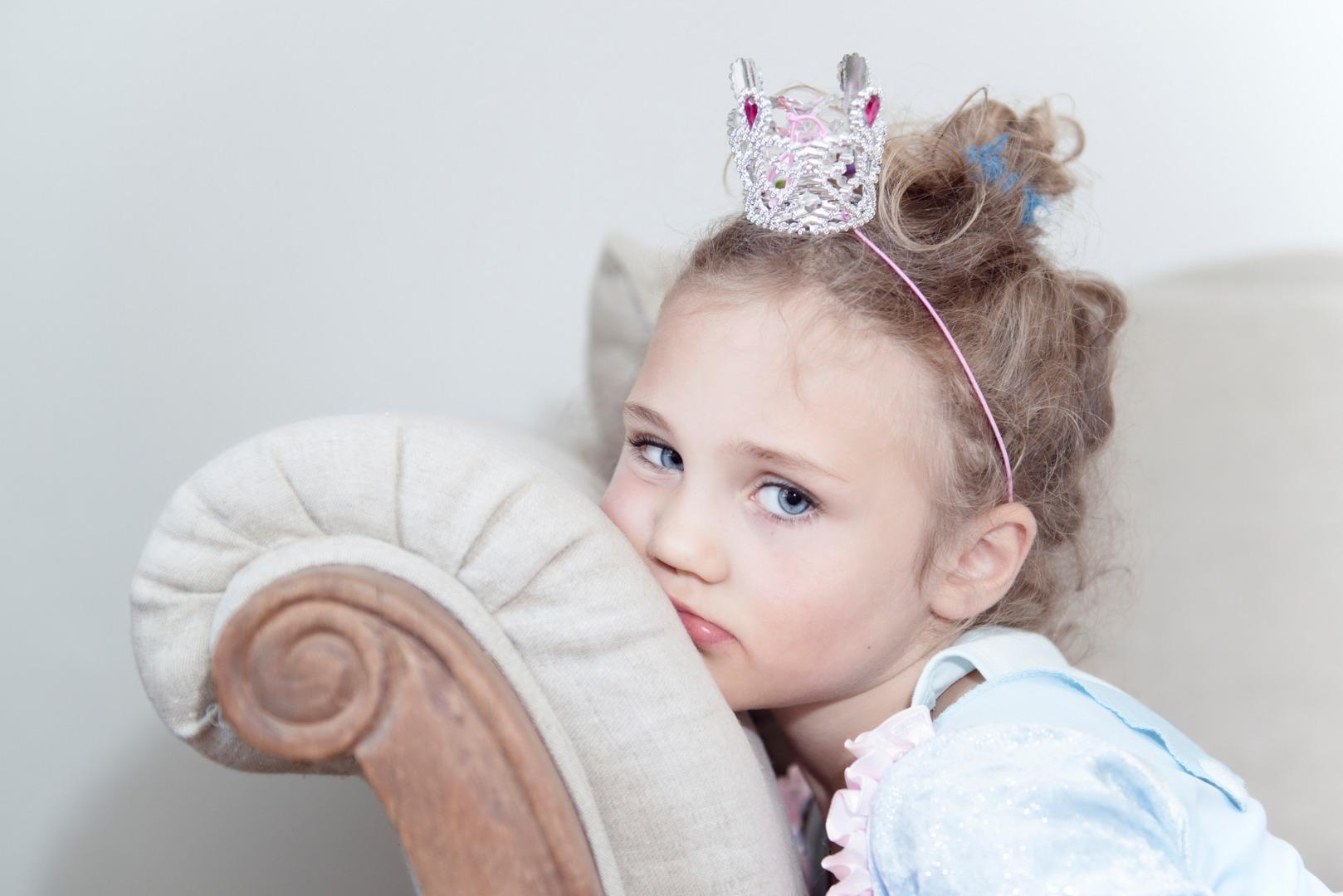 Анализ рисунка: обида грустной принцессы