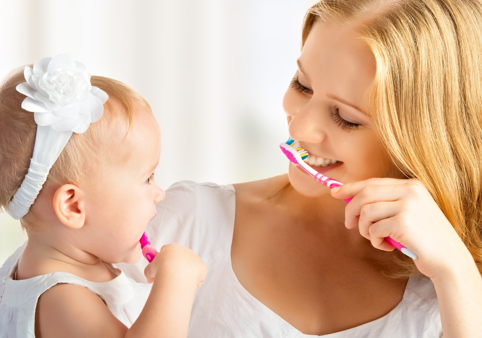 Первая зубная щетка для крохи