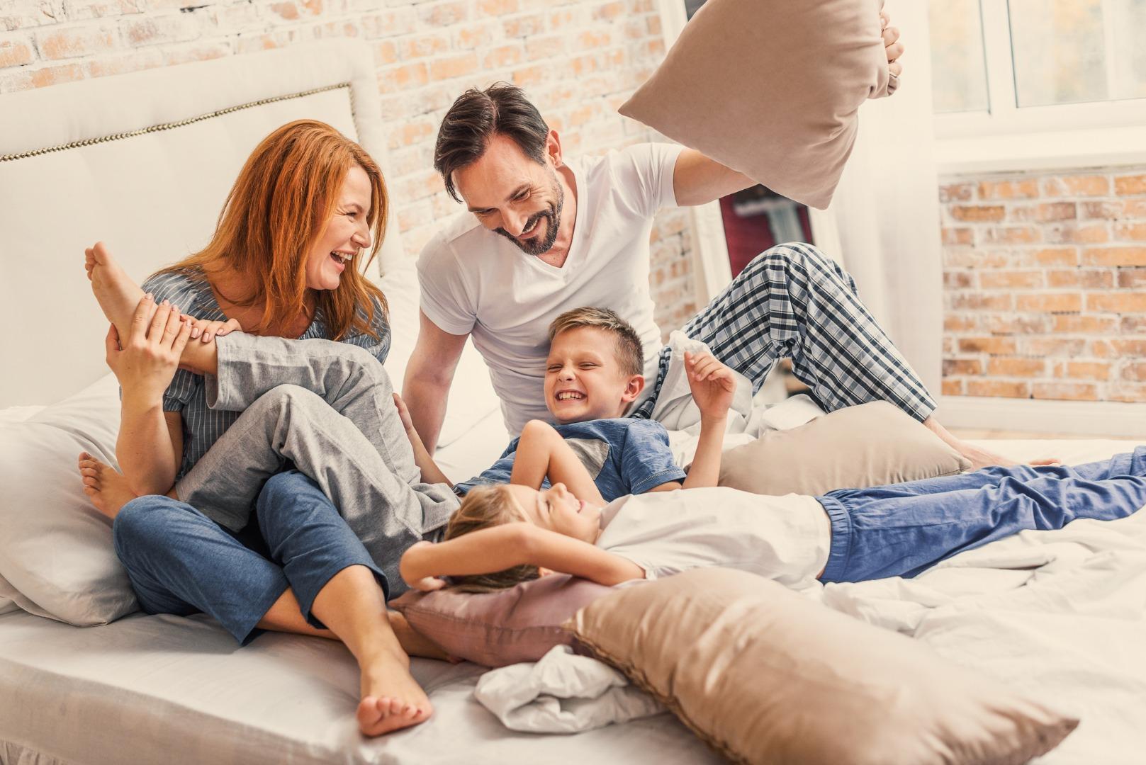 Почему дети любят залезать в постель родителей?