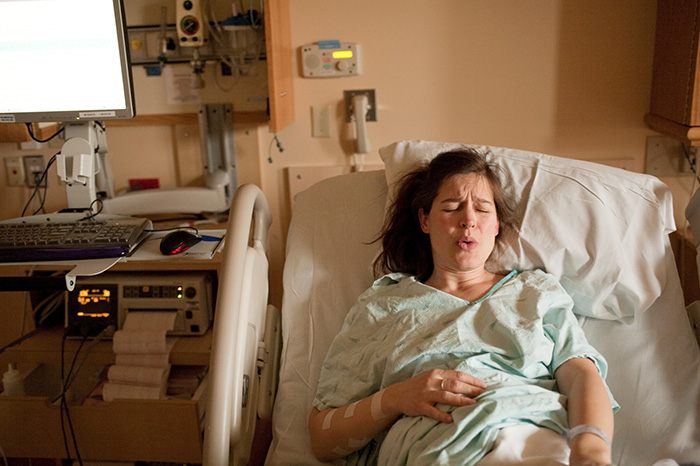 6 ways of self-pain relief during labor
