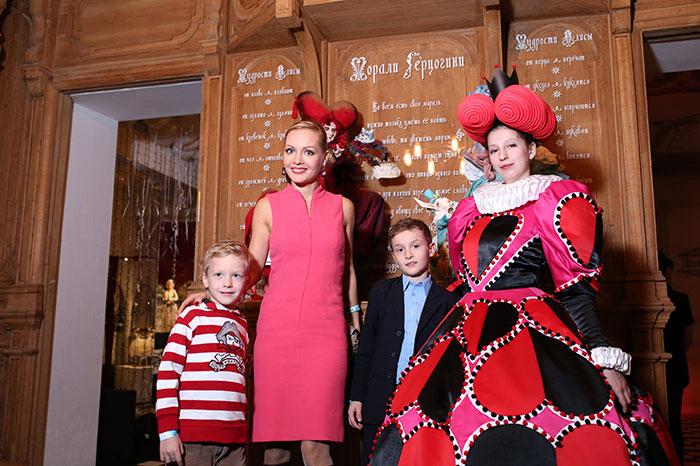 Se inaugura la primera exposición del sombrerero más famoso de Rusia.