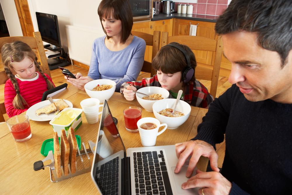 Гаджеты препятствуют сплочению семьи