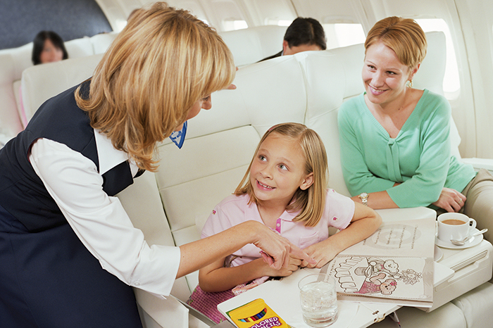 7 clever tips on how to survive the flight with children