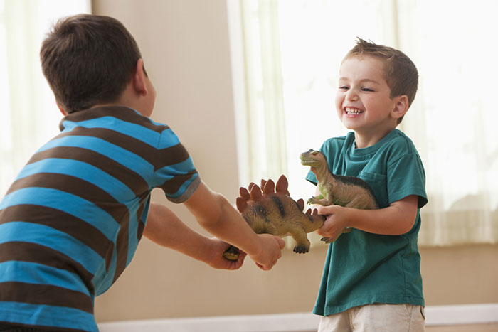 Давай меняться: как научить ребенка правилам обмена