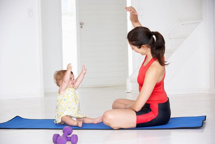 Фитнес дома: комплекс укрепляющих упражнений для малыша после года