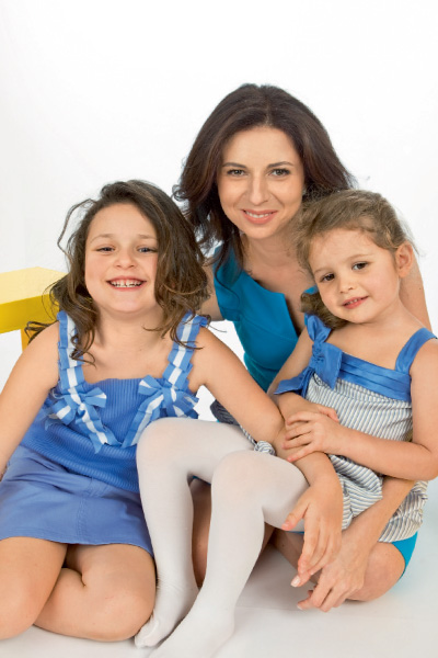 Alisa Khazanova, Mina and Eva: mom's daughters