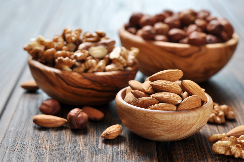 Daily nut consumption significantly reduces the risk of heart disease.