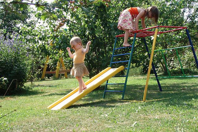 Verano en el país: cómo equipar un rincón de juegos para niños.