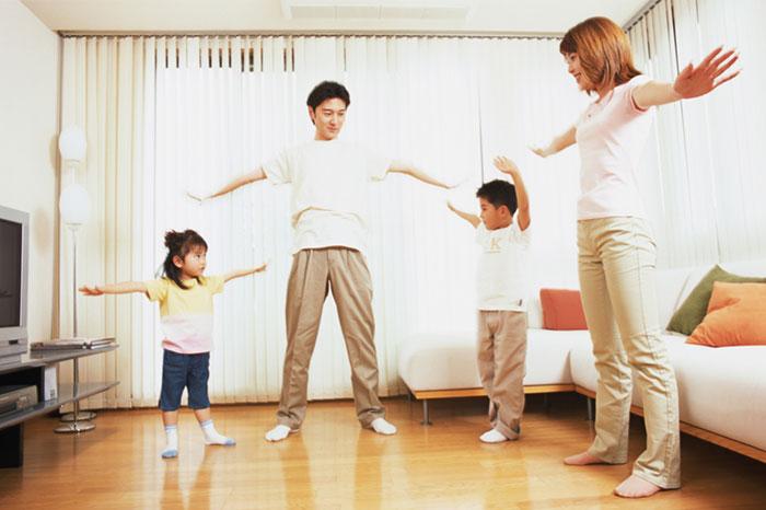 Простая и полезная зарядка для всей семьи