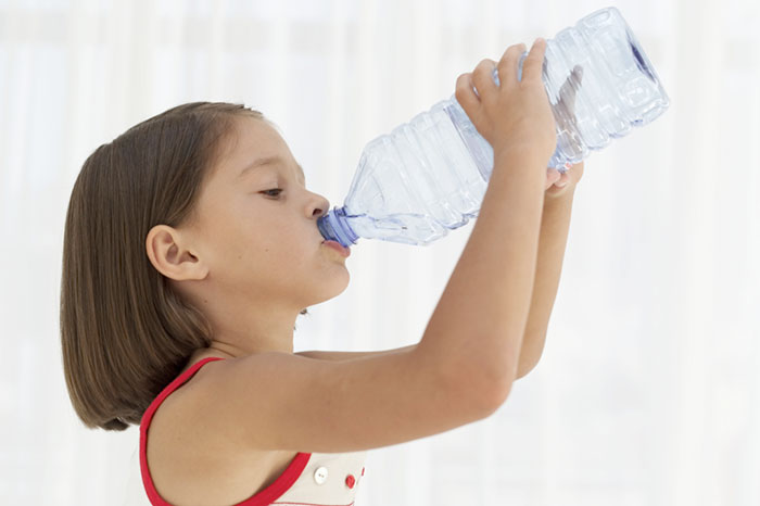 Water to drink is smart to be: 8 reasons why we need to teach children to drink water