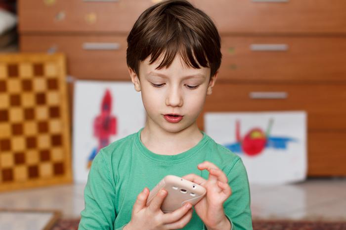Позвони мне: нужен ли ребенку мобильный телефон и какой