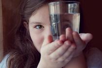 Воду пить - умным быть: 8 причин, почему нам нужно научить детей пить воду