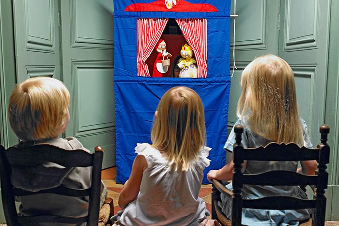 Escenario pequeño: familiarizamos al niño con el teatro.