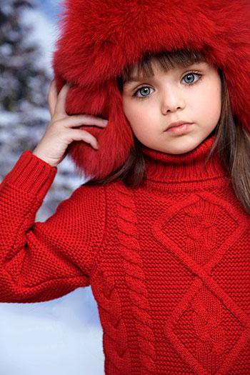 28b6aa27dca9821 Настя принимает участие в съемках многих брендов и уже 3 сезона является  лицом российской компании Chobi, известной очаровательной одеждой, ...