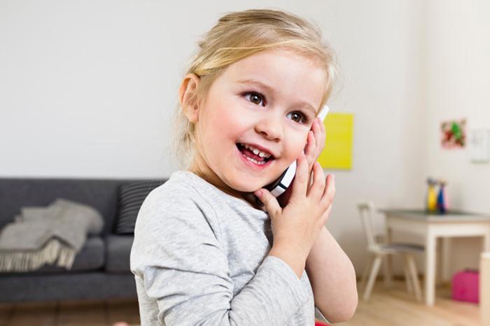 Малыш на связи: мобильный телефон для ребенка