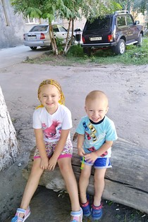 Счастливое детство! Брат с сестрой
