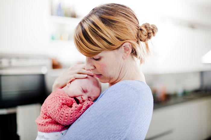 Как утешить плачущего малыша?