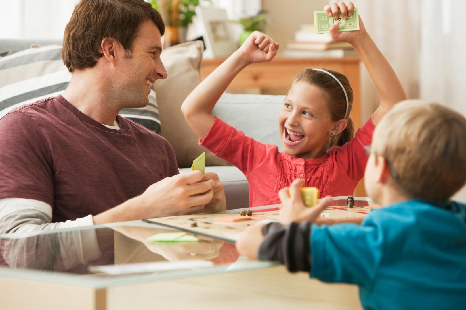 Юные бизнесмены: 7 экономических игр для детей