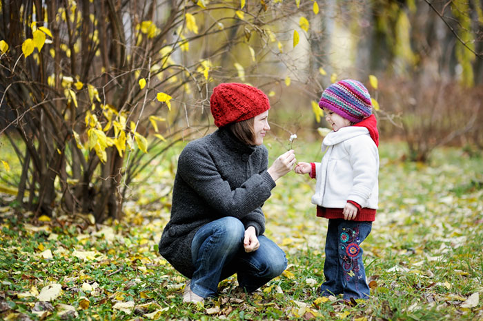 Together to have fun: ideas for autumn educational walks with children