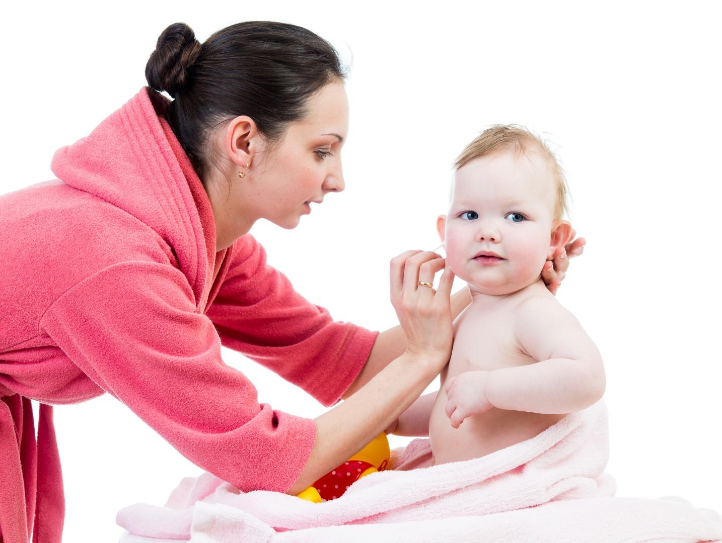 Ушки младенца: тонкости ухода