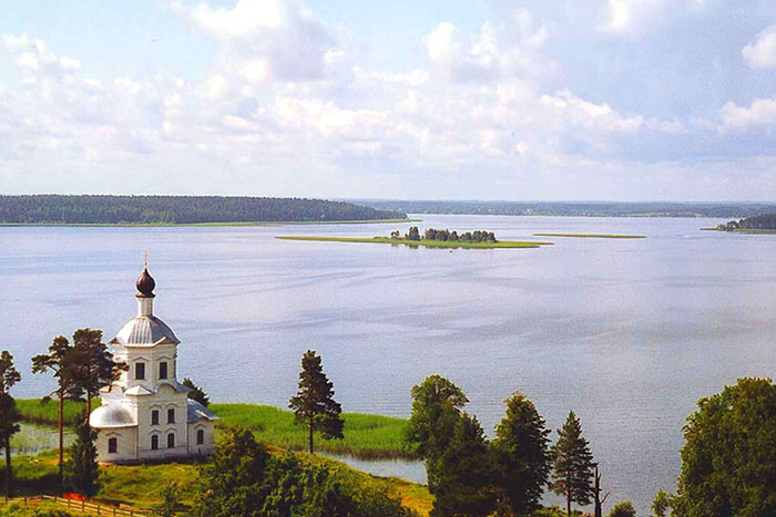 I look into the blue lakes: 5 lakes in Russia, where you should spend your holidays