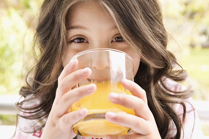 Чем поить ребенка в летнюю жару