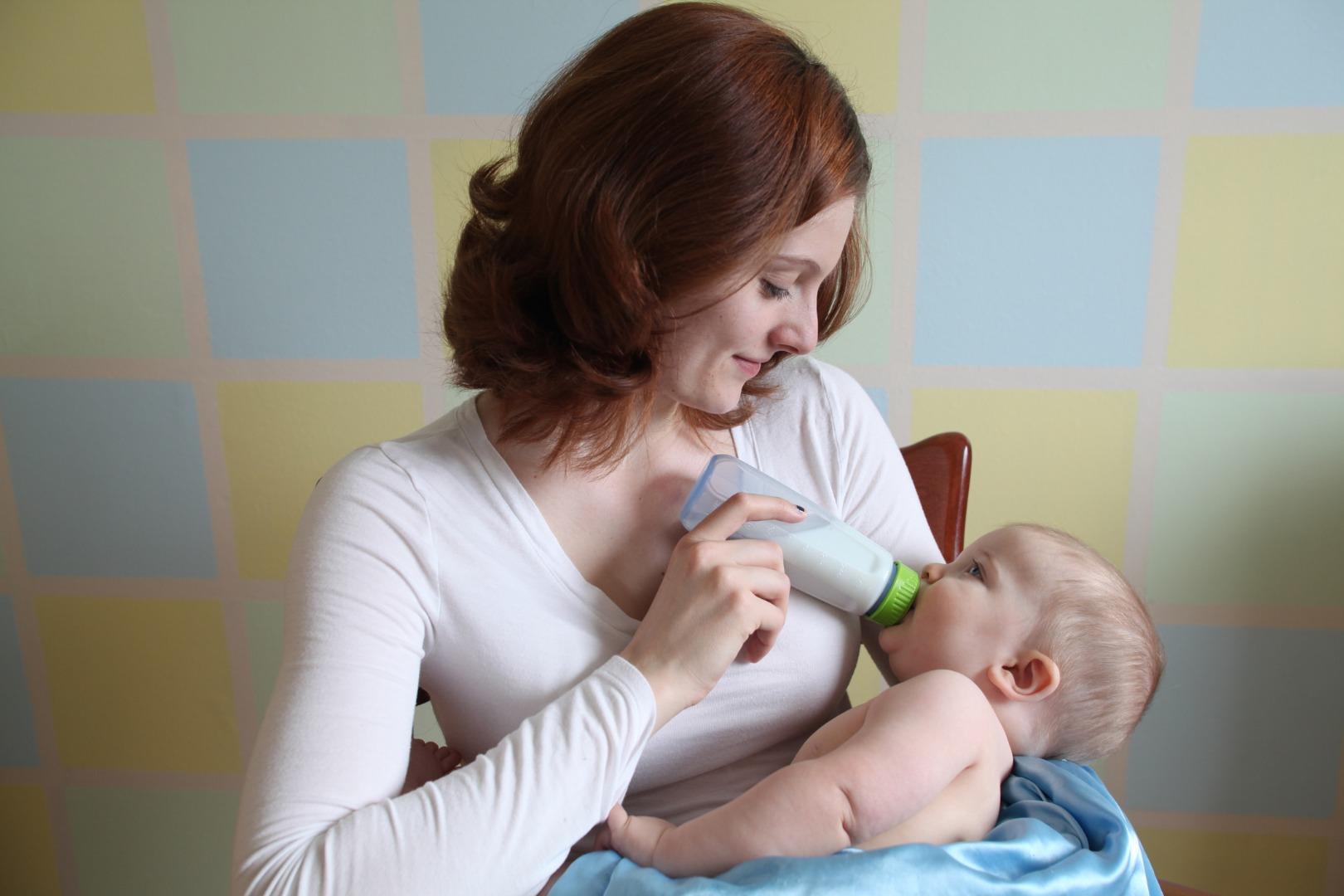 Кормим малыша из бутылочки: 5 важных моментов