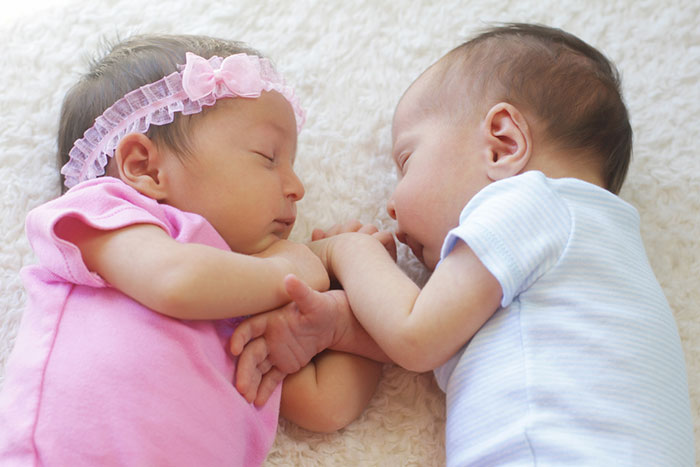 Twin pregnancy: percolation features and risks