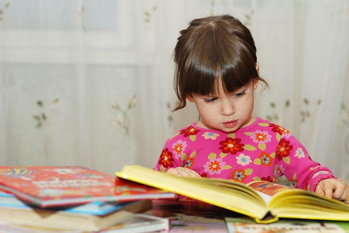 Когда пора учить ребенка читать: рекомендации и обзор методик