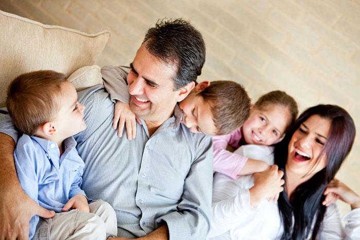 Смотреть Старший и младший ребенок в семье: отношения между детьми после появления малыша видео