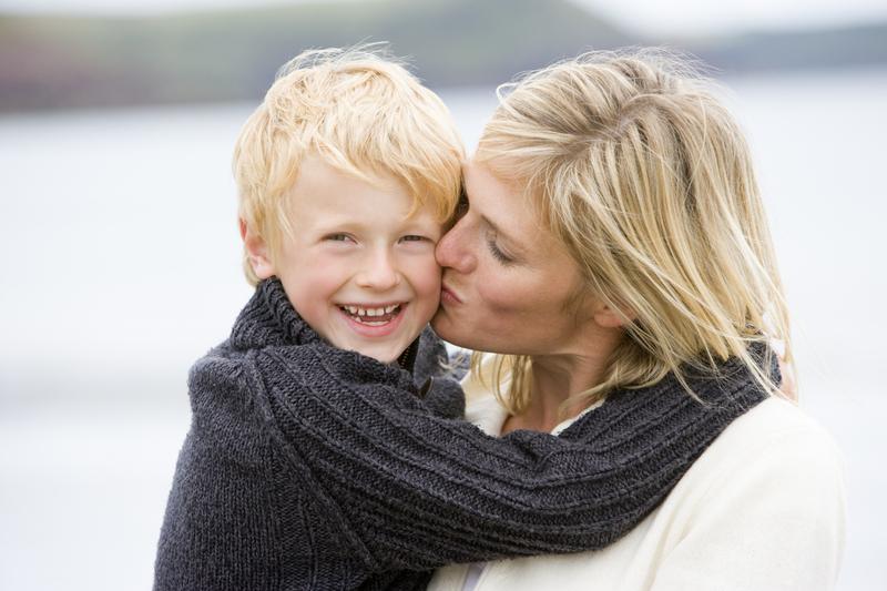 Требуется нежность: для чего детям нужны объятья