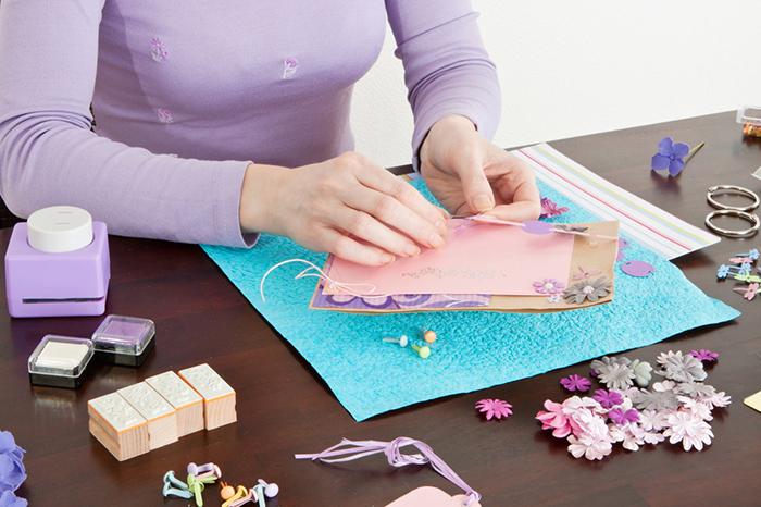 Как оформить открытку на день мамы