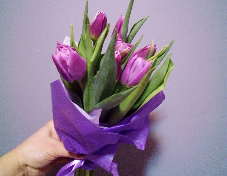 Bouquet for March 8: how to surprise and enchant