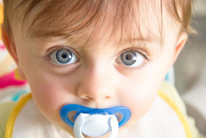 Как отучить малыша от пустышки?