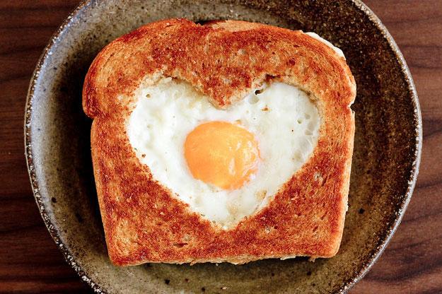 Вкусная яичница на завтрак - рецепт пошаговый с фото