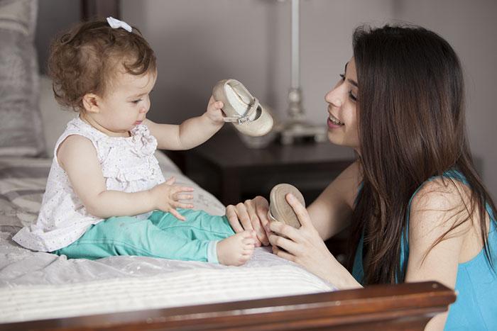 Топает малыш: 5 практических советов как выбрать обувь на первые шаги