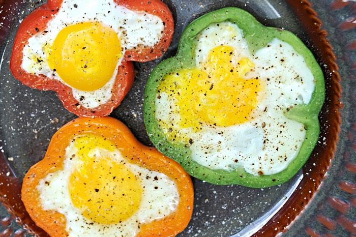 7 необычных и простых рецептов яичницы к завтраку