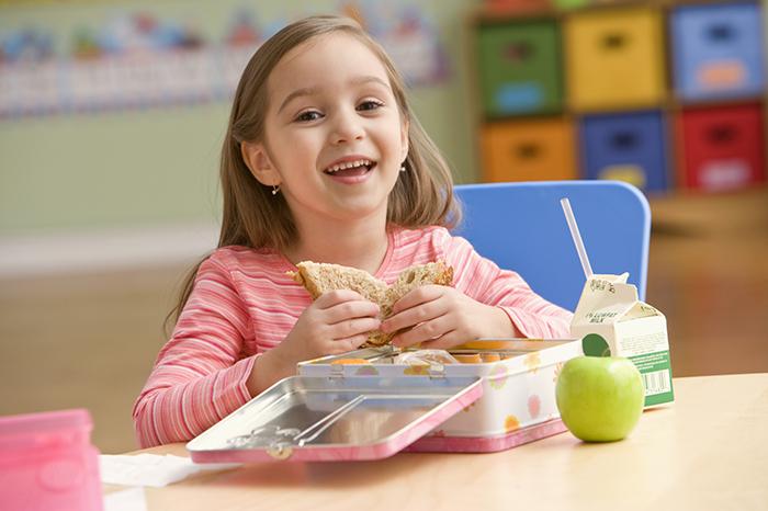 Еда для «пятерок»: чем кормить школьника для лучшей успеваемости